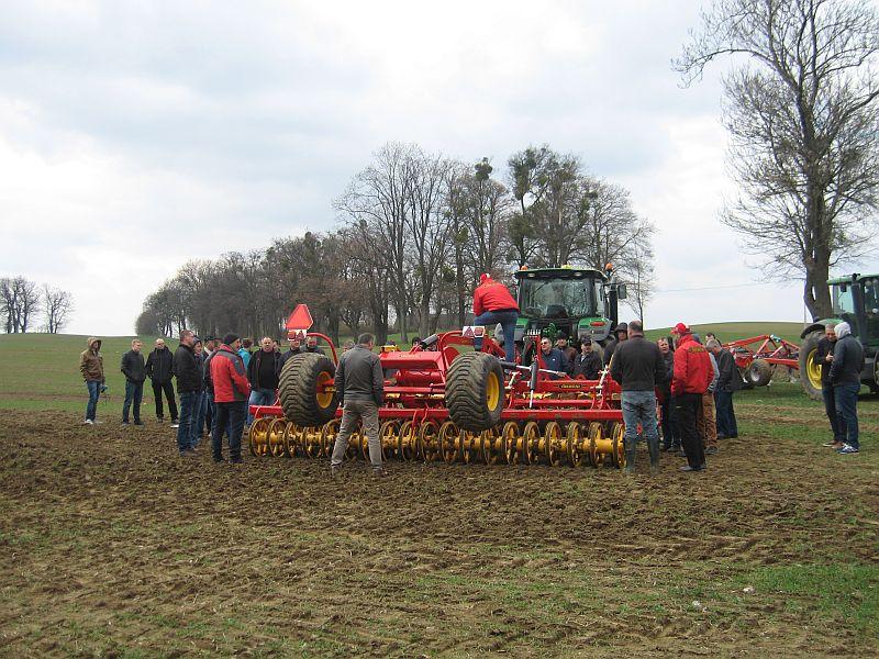 Pokazy sprzętu rolniczego w RZD IUNG-PIB w Żelisławkach