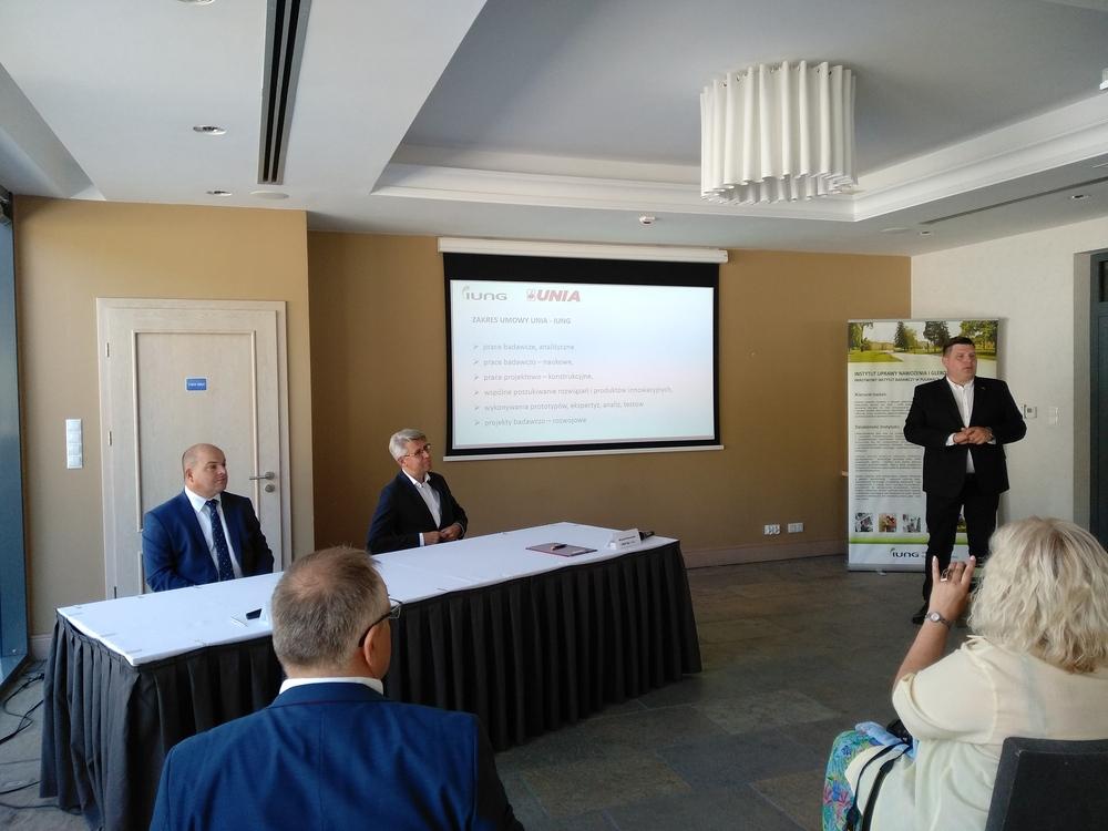 """Umowa o strategicznej współpracy pomiędzy firmą UNIA Sp. z o.o., a IUNG-PIB"""""""